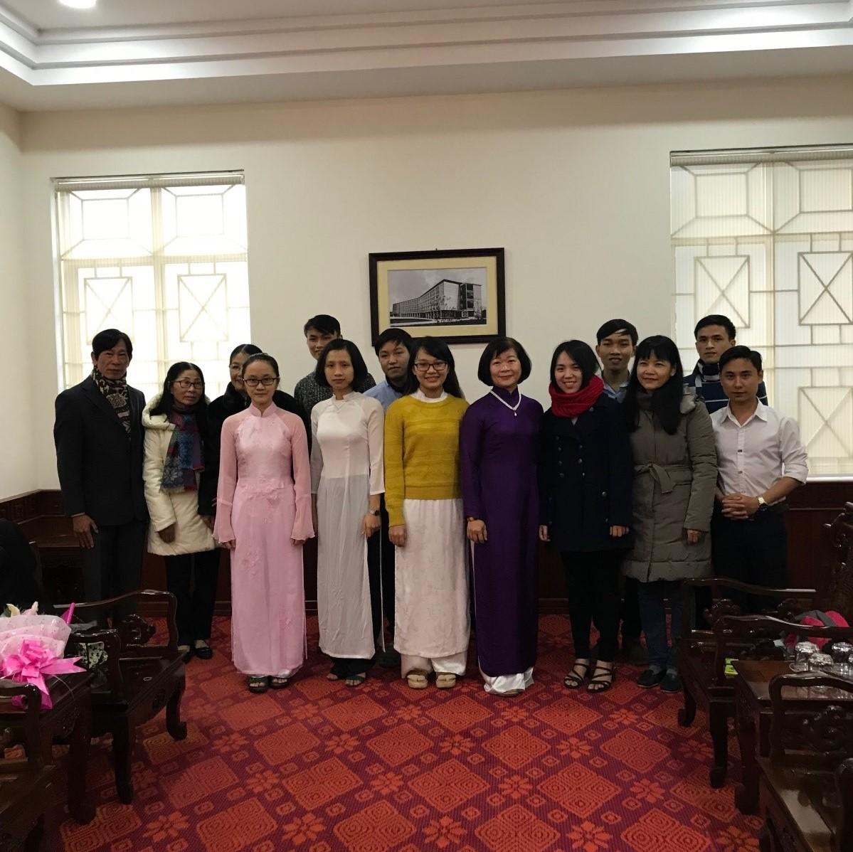 Các sinh viên được nhận học bổng Từ bi năm học 2017- 2018 và nhà tài trợ
