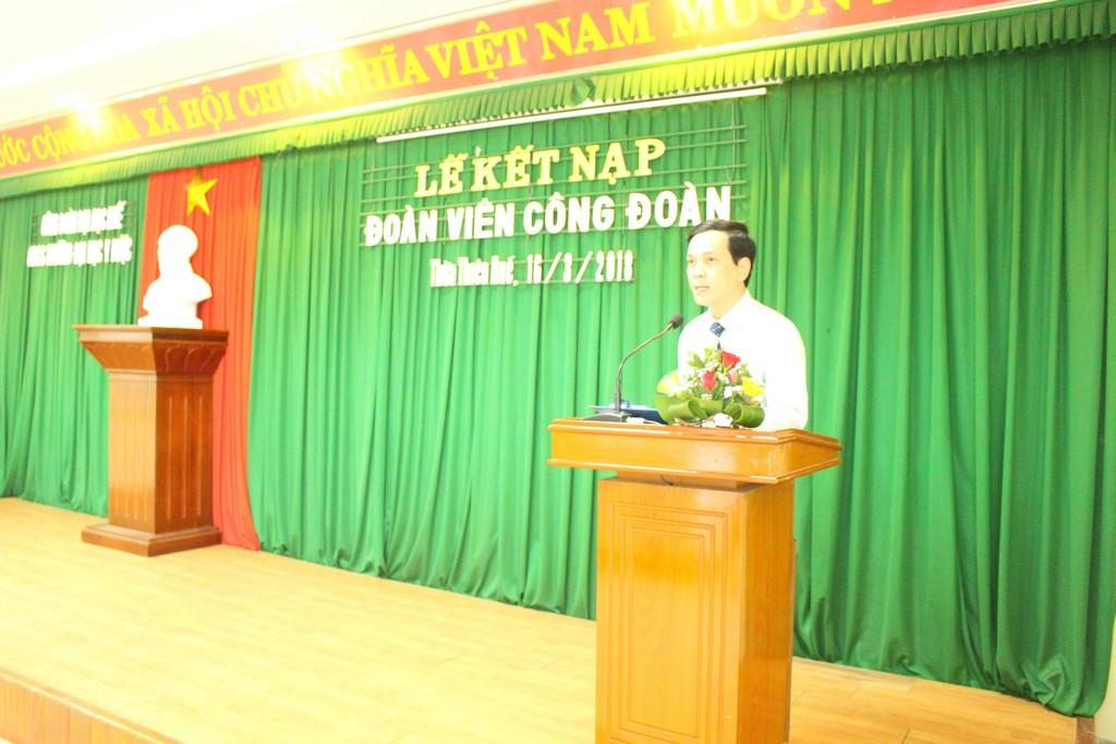 Đ/c Đặng Công Thuận – Ban thường vụ Công đoàn công bố quyết định kết nạp.