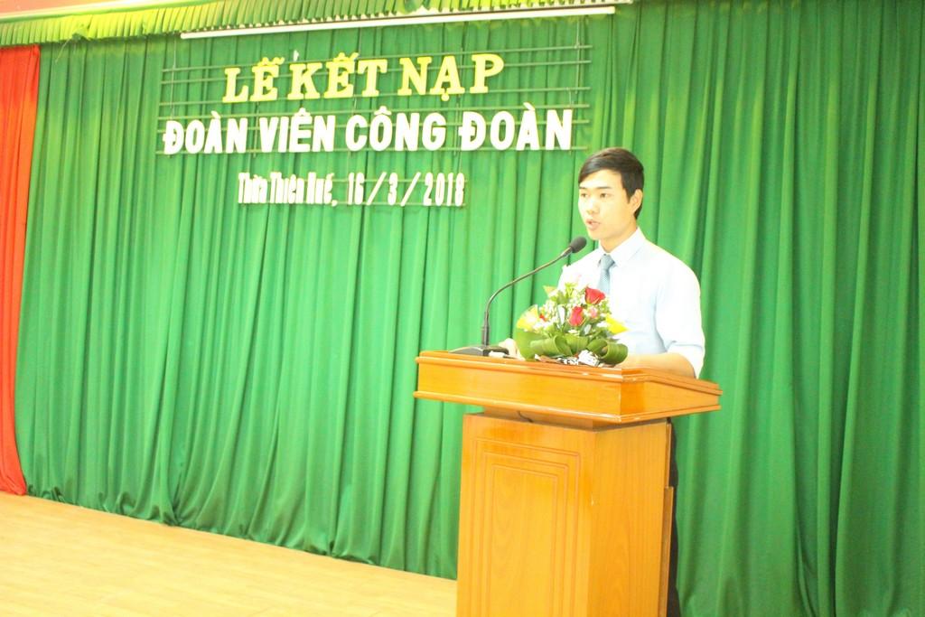 Đ/v Trương Việt Trình thay mặt cho các đoàn viên mới kết nạp phát biểu cảm tưởng