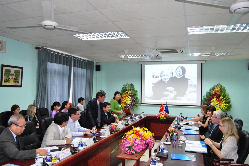 Professor Cao Ngoc Thanh – Rector of Hue University of Medicine and Pharmacy gave a welcome speech to Australian Ambassador and senior leaders of the Australian Embassy in Vietnam.