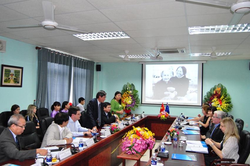 Cuộc gặp gỡ giữa Đại sứ quán Úc và Trường Đại học Y Dược Huế.