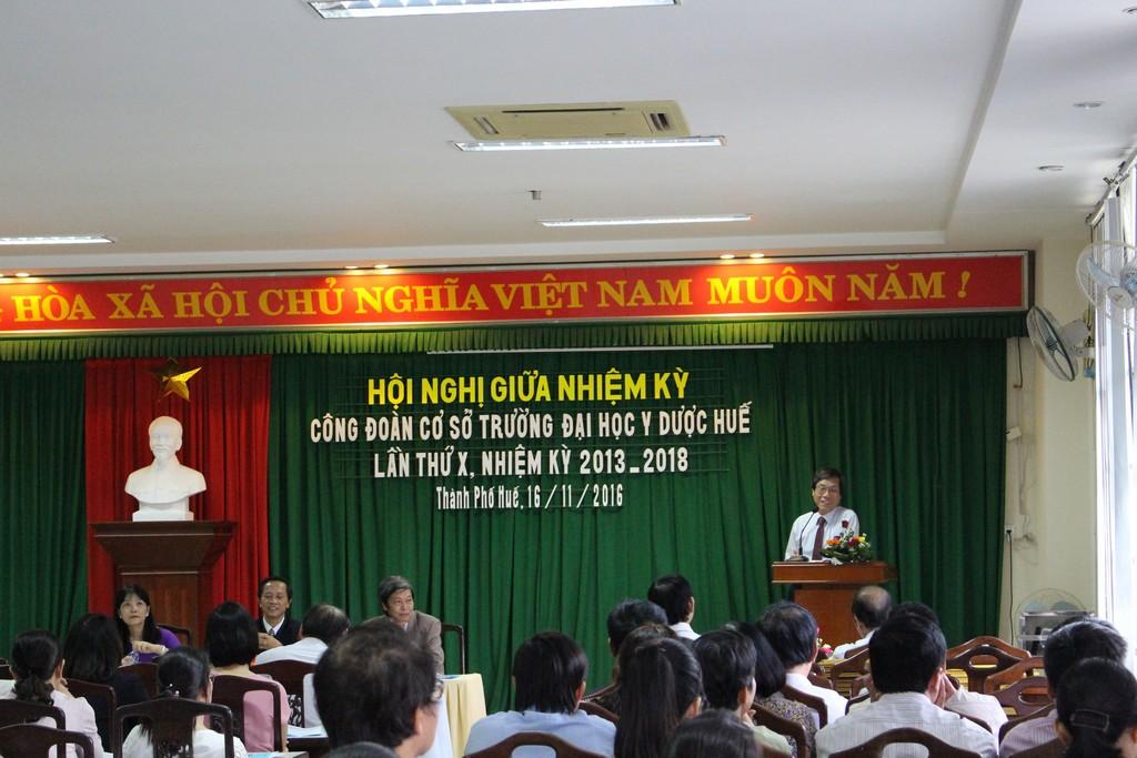 GS.Cao Ngọc Thành Bí thư Đảng ủy phát biểu chỉ đạo Hội nghị