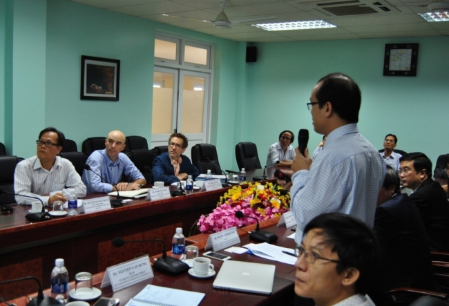 Dr. Nguyen Minh Tam, Head of Science – Technology and International Relations introduced to the experts about Hue University of Medicine and Pharmacy