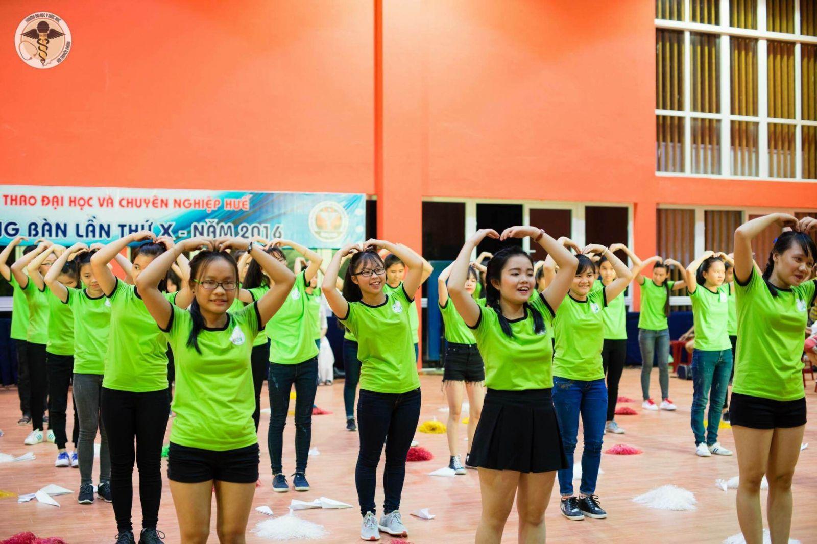 Văn nghệ chào mừng lễ khai mạc giải bóng bàn Giải bóng bàn hội thể thao ĐH và CN Huế lần thứ 10