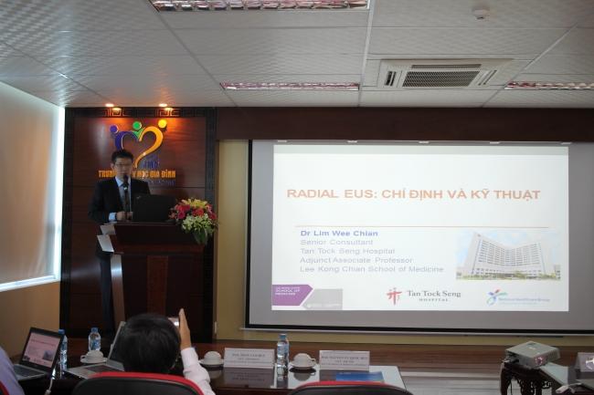 GS. Lim Wee Chian đến từ Singapore trình bày tại hội thảo