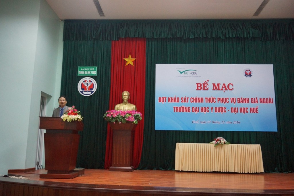 PGS. Lê Văn Anh, Phó Giám đốc Đại học Huế phát biểu tại buổi lễ bế mạc.