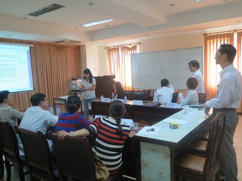 Các hội thảo viên thảo luận về các trường hợp lâm sàng BPL
