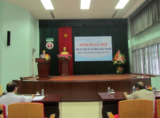 Dược sĩ Phan Trung Ký, Chủ tịch Hội Cựu giáo chức phát biểu tại buổi sinh hoạt Hội CGC