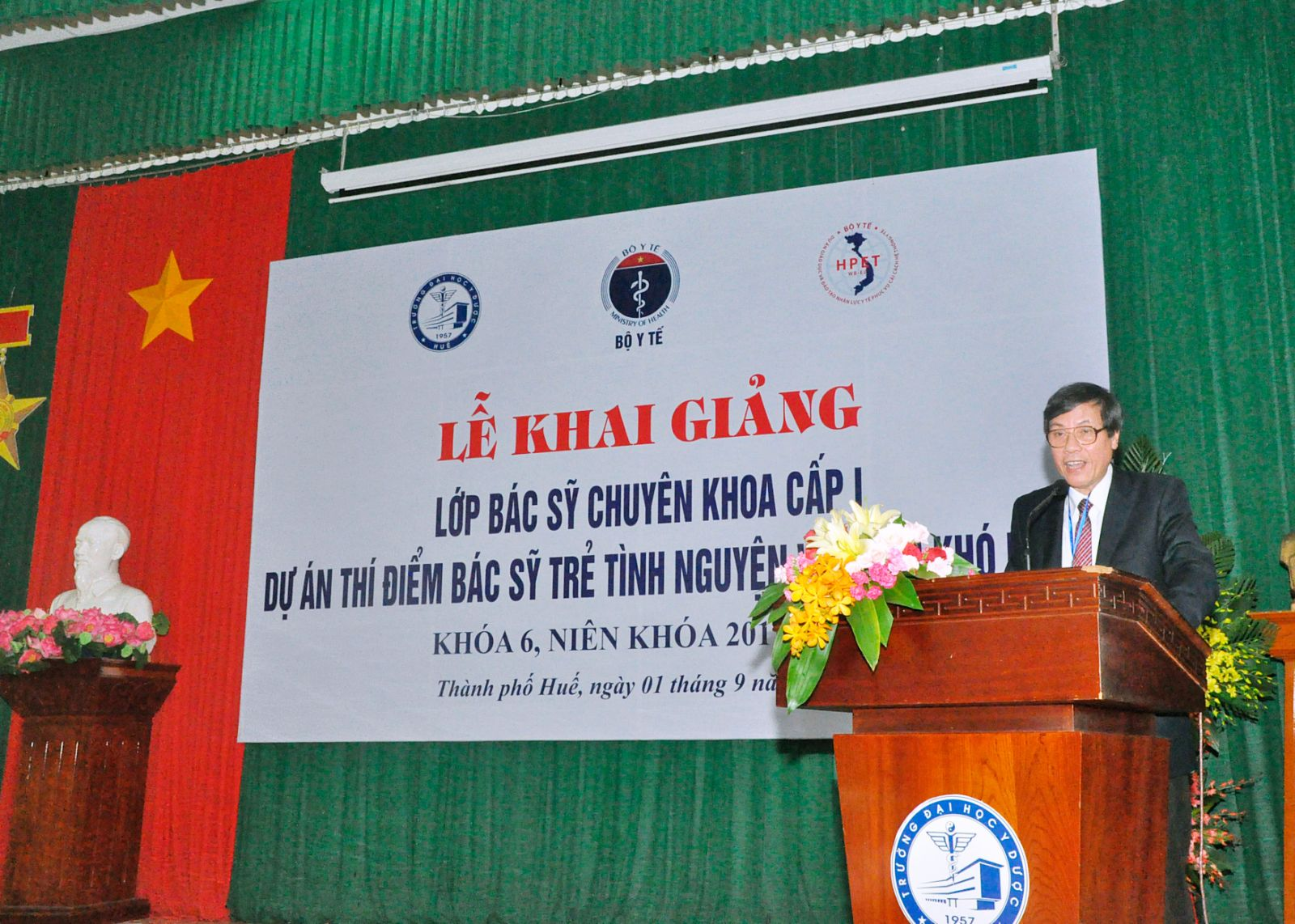 GS.Cao Ngọc Thành - Hiệu trưởng Trường Đai học Y Dược Huế phát biểu tại Lễ khai giảng