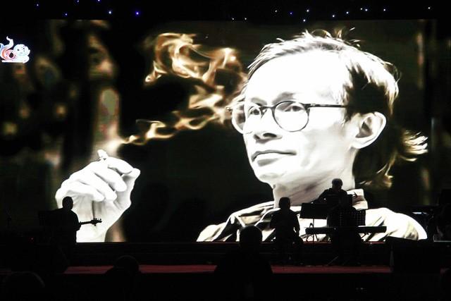 """Chương trình âm nhạc """"Nối vòng tay lớn"""" do Gia đình cố nhạc sĩ Trịnh Công Sơn phối hợp với Trường Đại học Y Dược Huế"""