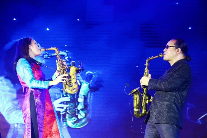 Nghệ sĩ Trần Mạnh Tuấn cùng con gái An Trần đắm chìm trong những giai điệu của nhạc sĩ Trịnh Công Sơn