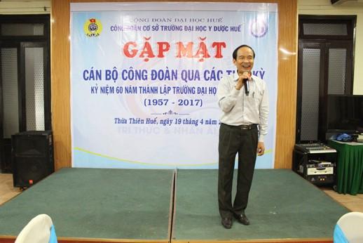 GS Trần Hữu Dàng, Chủ tịch Liên hiệp các Hội KHKT Tỉnh TT Huế, nguyên Chủ tịch Công đoàn Trường từ 1997-2008, trao đổi về những kỷ niệm hoạt động của Công đoàn