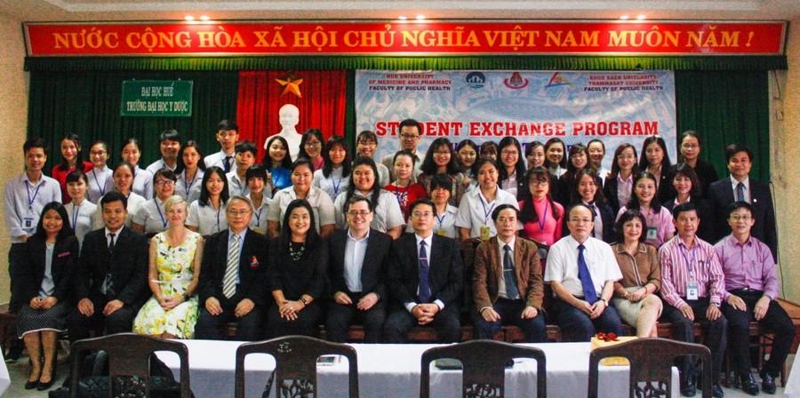 Hình 1: Chào đón đoàn cán bộ và sinh viên trường Đại học Khon Kaen – Thái Lan