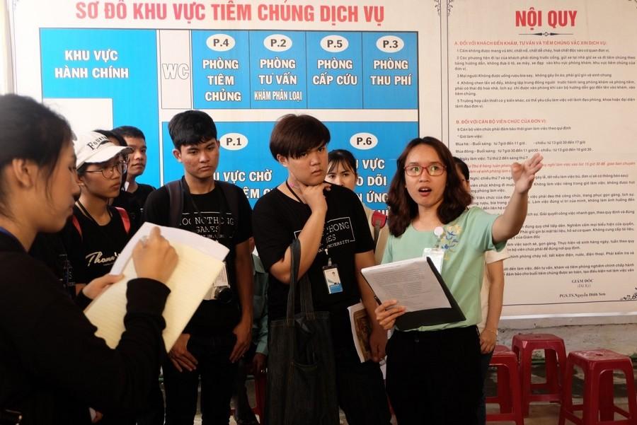 Hình 4: Tham quan và học tập tại Trung tâm Y tế dự phòng tỉnh Thừa Thiên Huế
