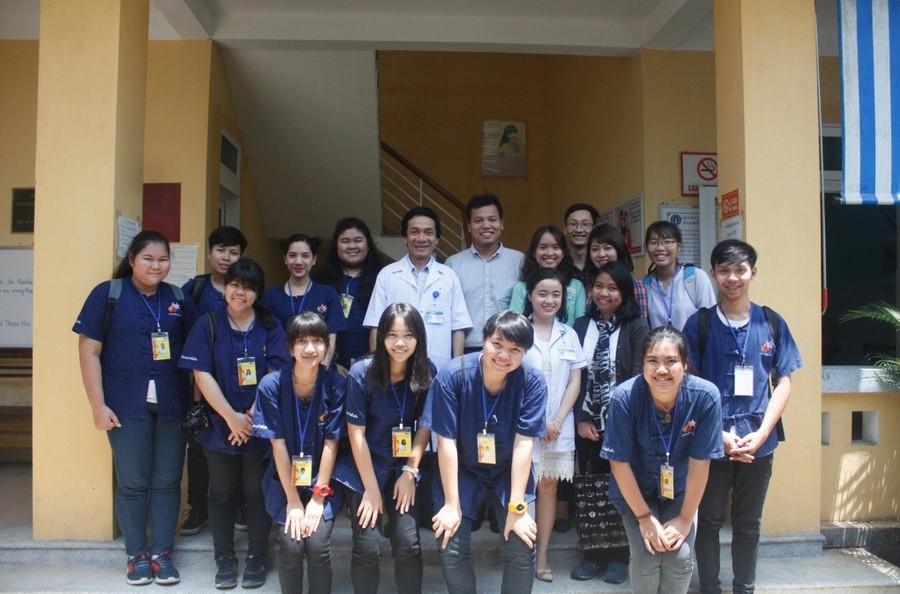 Hình 5: Tham quan và học tập tại trạm y tế Thuân Hòa thành phố Huế