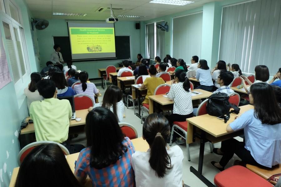 Hình 7: Seminar hệ thống y tế Hoa Kỳ, Thái Lan, Việt Nam
