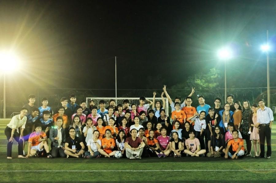 Hình 9: Giao lưu bóng đá