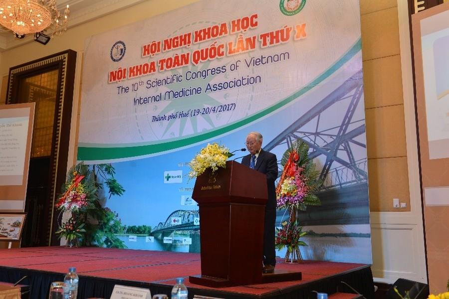 GS.TS Nguyễn Khánh Trạch, Chủ tịch hội Nội khoa Việt Nam, phát biểu khai mạc