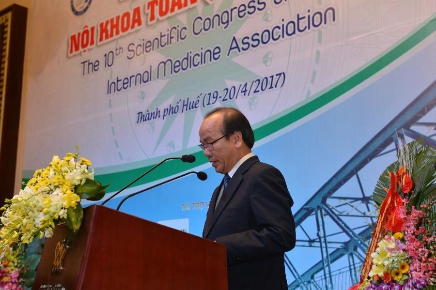 GS.TS Võ Tam – đại diện Lãnh đạo trường Đại học Y Dược Huế, đơn vị đồng tổ chức Hội nghị, phát biểu chào mừng