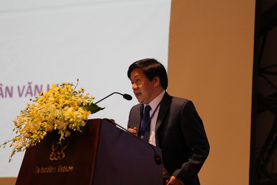 PGS.TS Trần Văn Huy báo cáo về điều trị viêm gan C