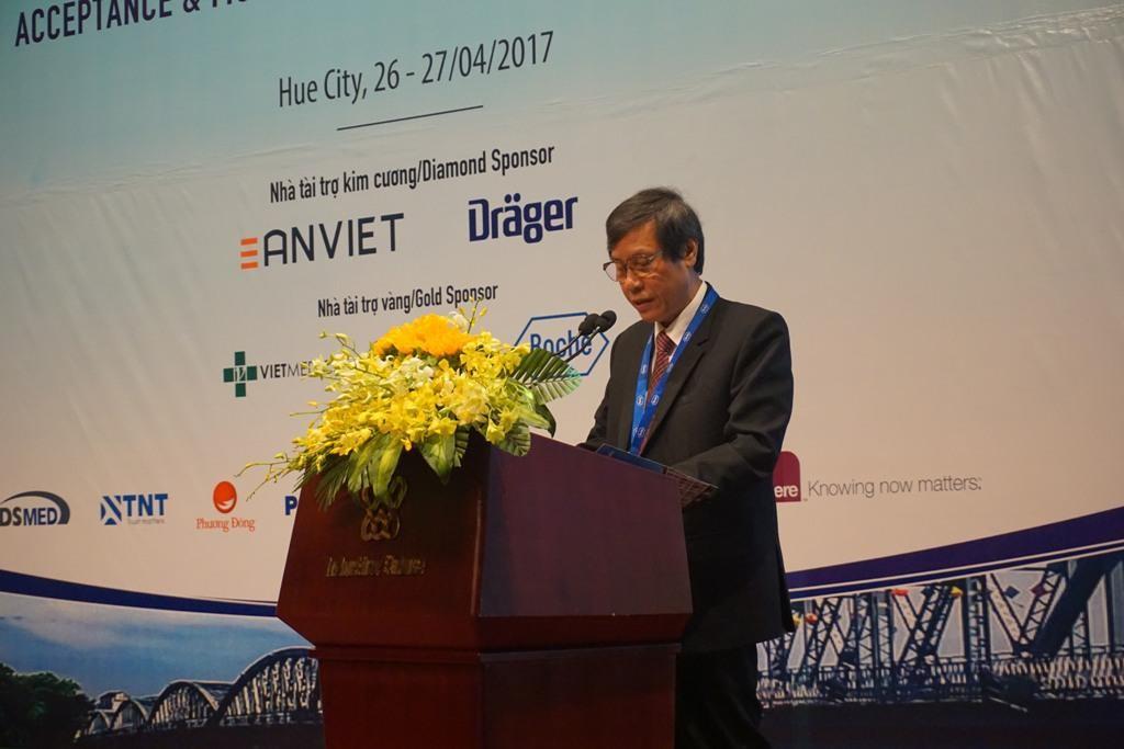 GS. Cao Ngọc Thành, Hiệu trưởng Trường ĐH Y Dược Huế phát biểu khai mạc Hội nghị