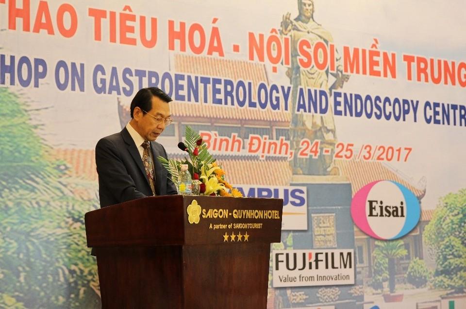 GS. Trịnh Đình Hỷ, chuyên gia nội soi Cộng hòa Pháp phát biểu tại hội thảo