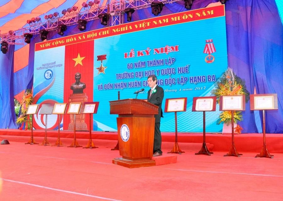 GS. Cao Ngọc Thành, Bí thư Đảng ủy, Hiệu trưởng Trường Đại học Y Dược Huế phát biểu tại lễ kỷ niệm
