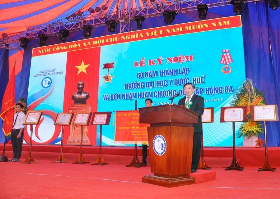 Thứ trưởng Bùi Văn Ga - Thứ trưởng Bộ Giáo dục và Đào tạo phát biểu tại buổi lễ