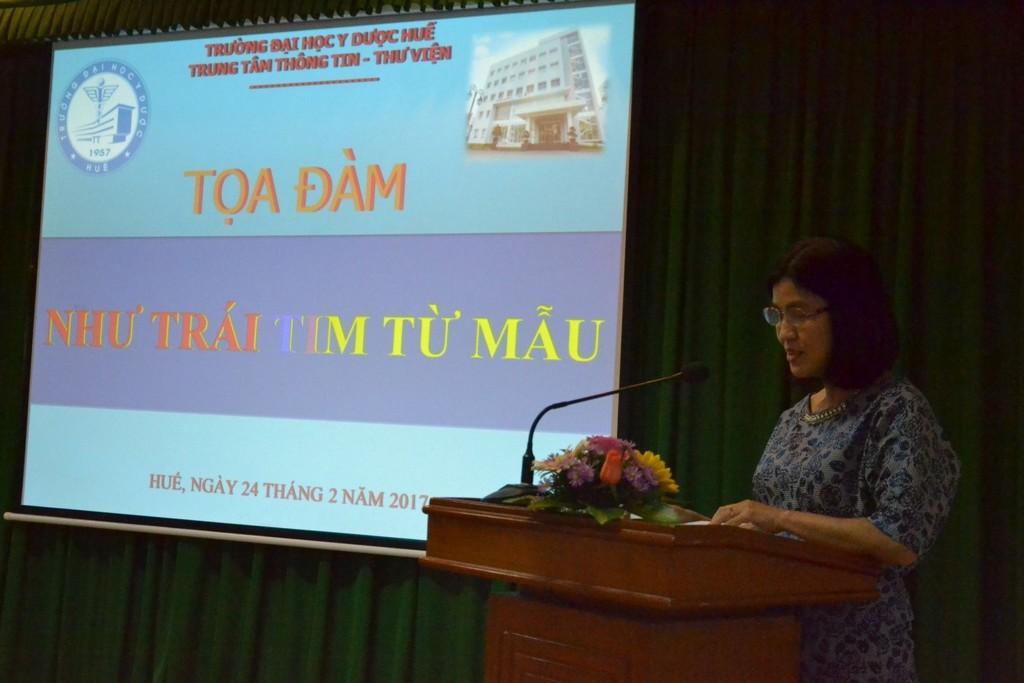 ThS. Nguyễn Thị Bích Hằng, Giám đốc Trung tâm Thông tin – Thư viện Trường phát biểu tại buổi tọa đàm.