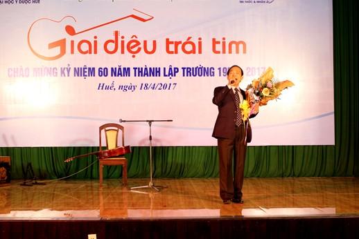 """GS Trần Hữu Dàng với """"Giai điệu trái tim """"do chính tác giả trình bày"""
