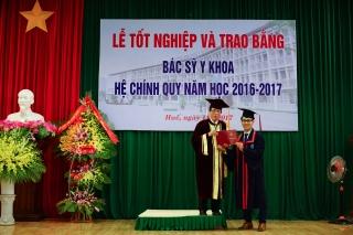 Lễ tốt nghiệp và trao bằng Bác sĩ, Dược sĩ và Cử nhân hệ chính quy năm học 2016-2017