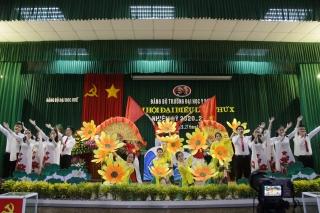 Chào mừng Đại hội Đảng bộ Trường Đại học Y Dược Huế lần thứ X, nhiệm kỳ 2020-2025