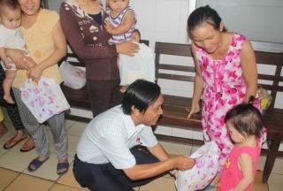 Ban Nữ Công Công đoàn cơ sở Trường Đại học Y Dược Huế tổ chức Lễ hội Trăng rằm cho con CBVC và tặng quà Tết Trung thu cho bệnh nhi.